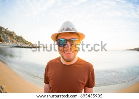 Man in sunglasses in seashore
