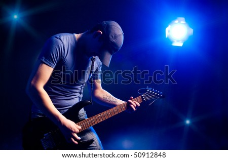 man playing on electric guitar