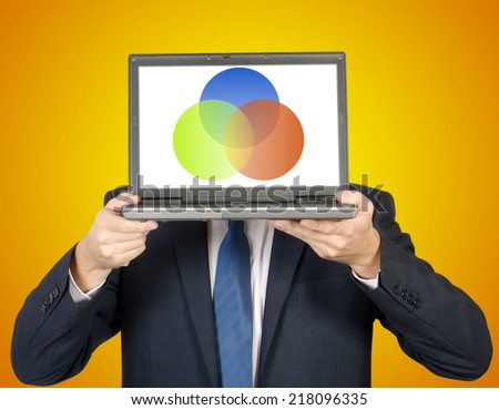 man presents a diagram on the laptop on orange background