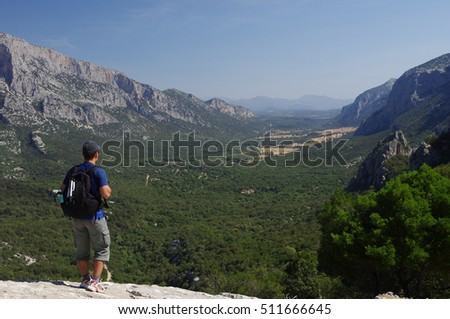 Man standing on a rock, viewpoint of the beautiful Lanaitho Valley
