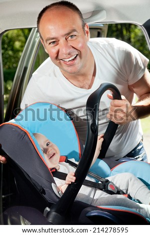 man strap on baby seat - stock photo