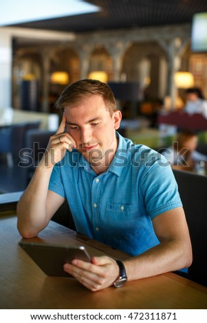 Man using phone at cafe