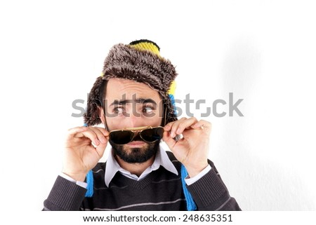 Man with winter hat and sunglasses