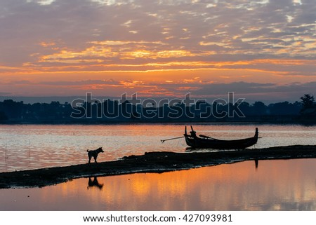 MANDALAY-MARCH 24 :fisherman posing on a boat on March 29, 2015 in Mandalay, Myanmar