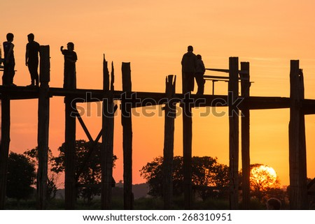 Mandalay, MYANMAR - DEC 16:U Bein Bridge at sunset. Amarapura, Myanmar on December 16, 2014.