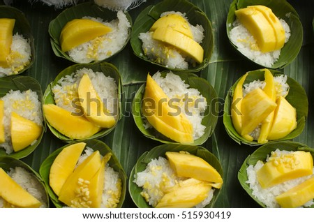 Mango and sticky rice in the banana leaf.