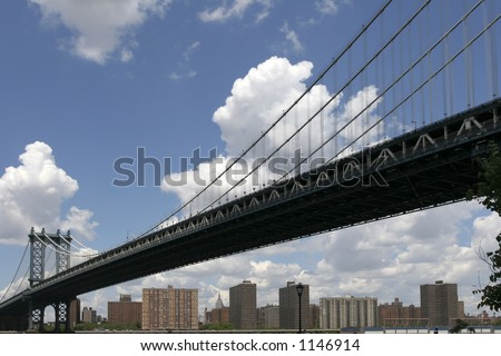 Manhattan bridge from underneath