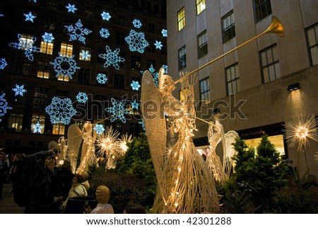 MANHATTAN - DECEMBER 4: Crowds of tourists in Rockefeller Center come to see the world famous Christmas Tree on Dec 4, 2009 in New York City. - stock photo