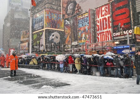 MANHATTAN - FEBRUARY 25:  New Yorkers brave the snow and wait on line for play tickets during the latest snow storm on February 25, 2010 in New York City. - stock photo