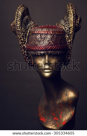 Mannequin in ornament head wear