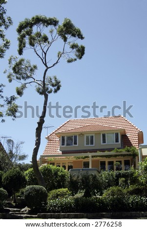 Mansion, Villa With Clear Blue Sky, Large Tree And Garden, Sydney, Australia