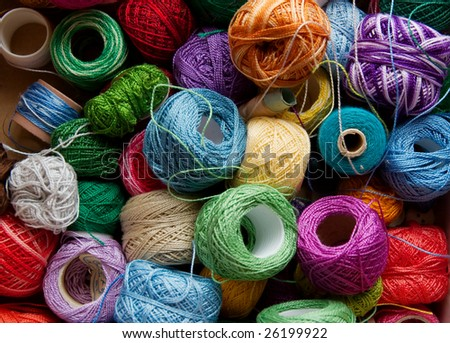 Many different colored threads