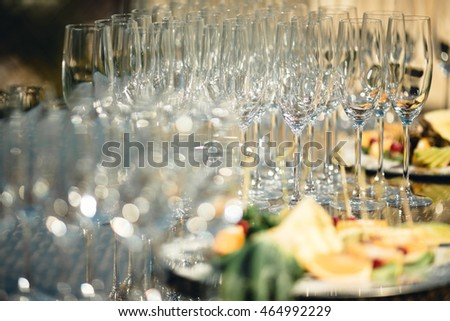 Many original glasses are on the table