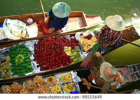 March�© flottant de Damnoen Saduak en Tah�¯lande - stock photo