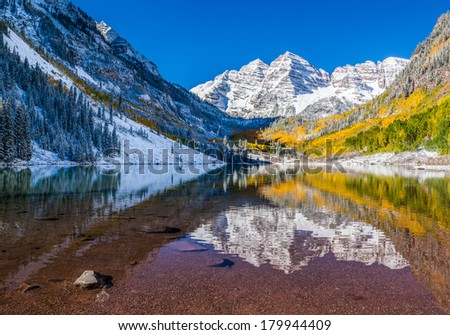 Maroon Bells national park in Falls after snow storm, Aspen, Colorado