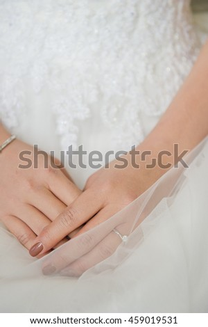 marry ring hand