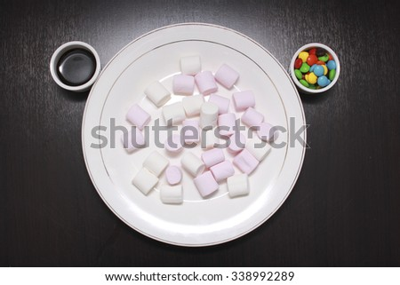 marshmallow on the plate with chocolate topping