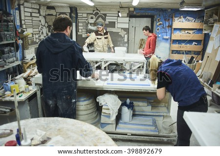 Masters in the production process of gypsum products handmade