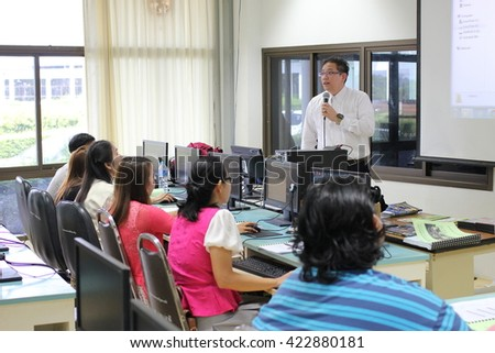 May 17, 2016 : teachers study with augmented reality technology, develop augmented reality application in prince of songkla university suratthani campus, suratthani, Thailand. Training by OpenAR Team.
