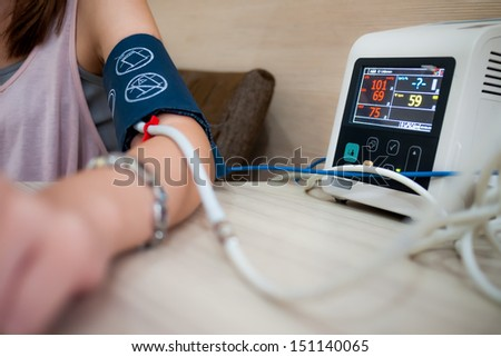 Measuring female blood pressure in a hospital