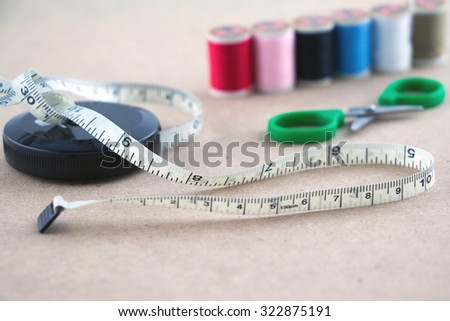 Measuring tape with color thread