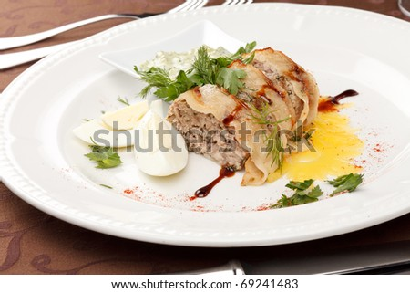 meat pie with egg and sauce