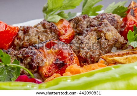 meat with vegetables in Turkish tantuni
