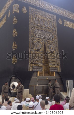 MECCA,S.ARABIA-JUNE 5:Police mosque look after black stones (hajarul aswad) encased in a silver frame Jun 5,2013 in Makkah.Muslims believe the black stone dates back to the time of Adam and Eve. - stock photo