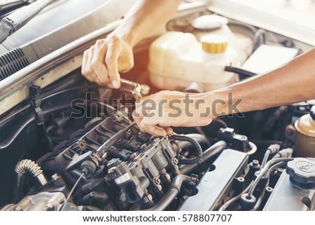 mechanic car service automobile garage autoの写真素材 ロイヤリティ