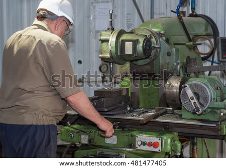 mechanic operation with a lathe