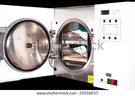 Medical autoclave for sterilising surgical and other instruments