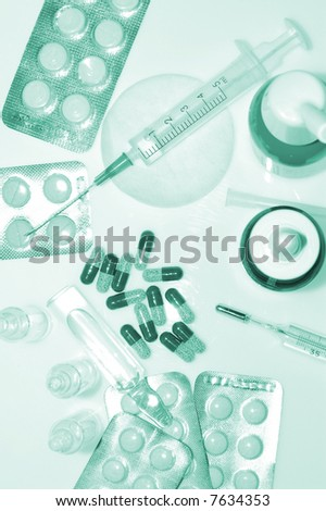 medicaments Ampules, syringe, tablets and thermometer