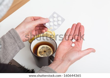 Medicine and tea with lemon for a cold