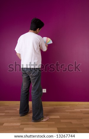men chousing a color for painting the wall