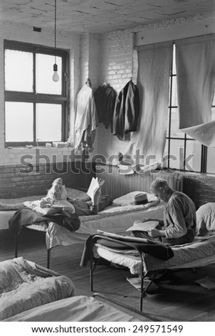 Men in a homeless a shelter dormitory, Sioux City, Iowa, Dec. 1936 by Russell Lee.
