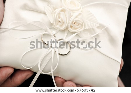 Men's hands holding wedding rings