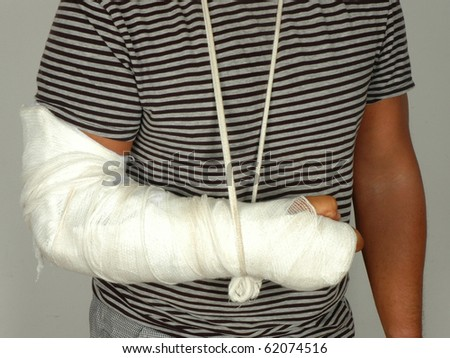 Men with his broken right arm