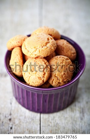 meringue almond cookies in bowl on wooden background