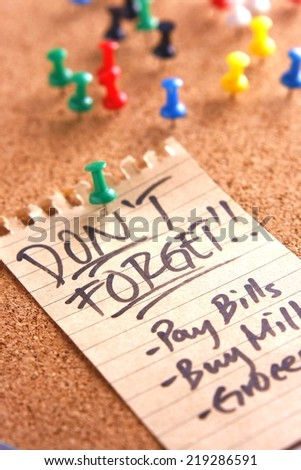 "Message or reminder board with ""don't forget"" note Photo of a cork, message or reminder board with a note saying ""don't forget"" - stock photo"