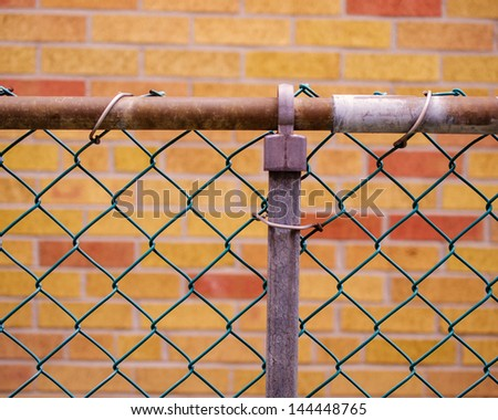 Metal fence with selective focus