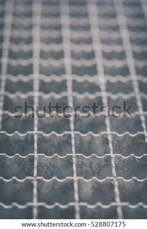 Metal mesh - step grid