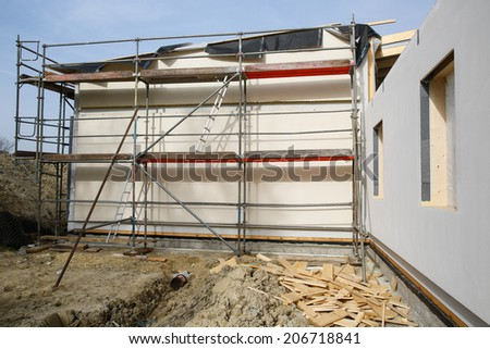 Metal scaffold for workers on partly assembled prefabricated house