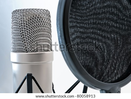 microphone with pop-filter