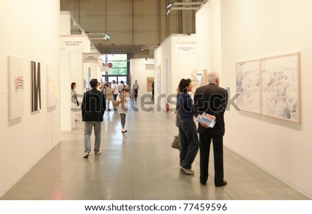 MILAN - APRIL 08: People look at paintings galleries durinfg MiArt, international exhibition of modern and contemporary art on April 08, 2011 in Milan, Italy