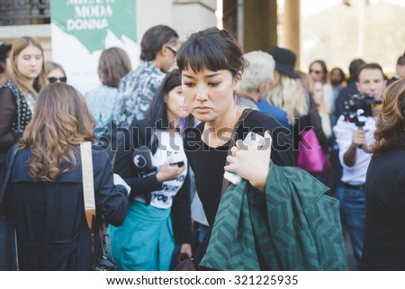 MILAN, ITALY - SEPTEMBER 24: People during Milan Fashion week, Italy on SEPTEMBER 24, 2015. Eccentric and fashionable people waiting for models and vips outside city during Milan fashion week