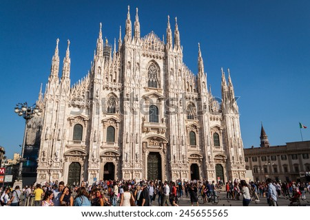 """MILAN, ITALY, SEPTEMBER 18. Tourist visiting the """"Duomo di Milano"""" in Milan, Italy on September 18, 2012. It is the fifth largest cathedral in the world - stock photo"""