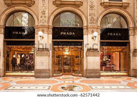 MILAN - OCT 8: PRADA boutique in Milan on October 8, 2010. PRADA reports a 29% increase in revenues for the 1st half of 2010, rising 19% in Europe, 30% in the US and 47% in the Far East (Bloomberg) - stock photo