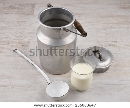 Milch im Glas - stock photo