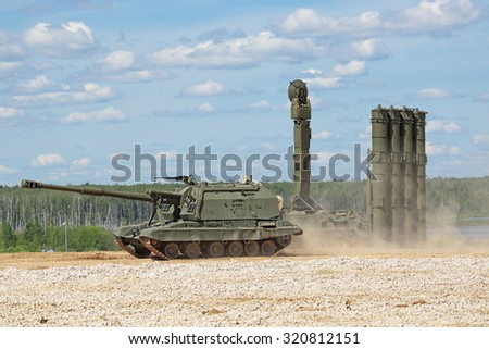 """MILITARY GROUND ALABINO, MOSCOW OBLAST, RUSSIA - JUN 18, 2015: The 2S19 """"Msta-S"""" is a Russian howitzer and canoniac launcher air defense S-300 at the International military-technical forum ARMY-2015 - stock photo"""