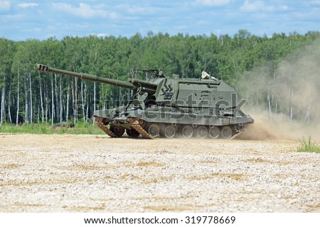 "MILITARY GROUND ALABINO, MOSCOW OBLAST, RUSSIA - JUN 18, 2015: The 2S19 ""Msta-S"" is a Russian self-propelled 152 mm howitzer at the International military-technical forum ARMY-2015 - stock photo"